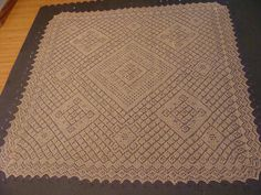 DSC02363 by seaglass10, via Flickr. Count the Tiles pattern by Yulia Vysochina. Knitted Square shawl; free pattern