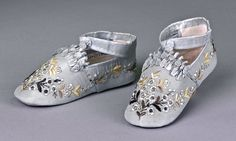 hand embroidered antique baby shoes babi slipper, children cloth, babi shoe, 1880s, albert museum, antiqu babi, vintag babi, baby shoes, blues