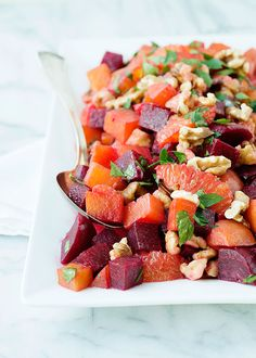 Clean Eating Roasted Beet and Orange Salad Recipe. Re-pin now, check later. #cleaneating #cleaneatingsalads