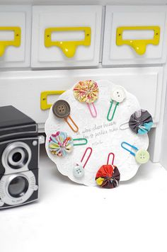 Yo Yo and Button paper clips on doily cardstock = cute gift!. Tutorial here.