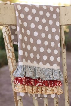 Really cute kitchen towel tutorial...idea for that fabric I'm getting.
