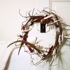 Antlers in a holiday wreath? So Western, so chic.