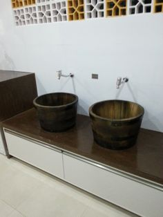 Morar mais Brasília 2013 | Área de serviço com bacias para roupa de molho misturando estilo antigo | #interiordesign #home #morarmais