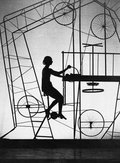 camillapresle:    Hannes Kilian - Stuttgarter Ballett, 1967    via Matching Moleskine.