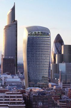 """Things to see in London. 20 Fenchurch Street tower by Raphael Vinoly, aka the Walkie Talkie and also dubbed the """"Walkie-scorchie"""" and """"the fryscraper"""" after the intense sunlight reflected and concentrated by its south-facing convex glass frontage caused parked cars to melt and paintwork to blister! This made for merry headlines in the city's press during the last week of August 2013!"""
