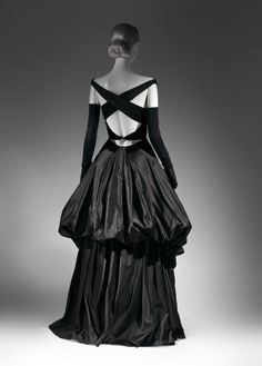 Charles James (American, born Great Britain, 1906–1978). Evening Dress, 1948. The Metropolitan Museum of Art, New York, Brooklyn Museum Costume Collection at The Metropolitan Museum of Art, Gift of the Brooklyn Museum, 2009; Gift of Millicent Huttleston Rogers, 1949 (2009.300.734) #CharlesJames