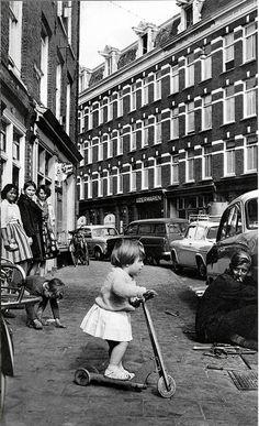 Cas Oorthuys,  de Pijp, Amsterdam, wasserij    pm 1960