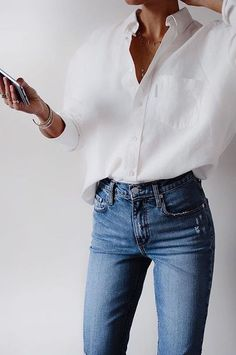 Simple and chic everyday outfit for spring, white linen oversized shirt with blue jeans #outfits #ootd