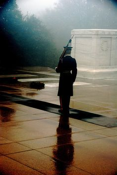 Tomb of the Unknown Soldier in the Fog.  Arlington, VIRGINIA.     (by cstein96, via Flickr)