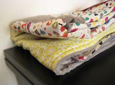 couverture/tapis de jeux velours éponge grise et bonbons Fée Home pour A Little Market, 60€