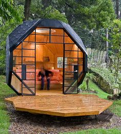 Outdoor Playhouse + Guest Room - Child Mode