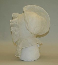 Silmilar cap in handkerchief linen with smaller ruffles and kissing strings.