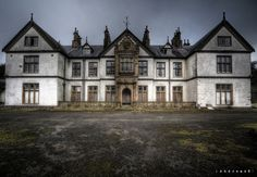 This abandoned building was first a home for a prominent lawyer in Staffordshire, England, but was sold & renovated in 1937 & turned into a hospital and nursing home known as Pool Parc Hospital. The building was abandoned in 1989. (by Andreas S) del hospit, build, abandon place, hospitals, andreass