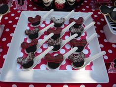 Regular and mini Oreos were used to create these adorable Mickey shaped dipped oreo treats.