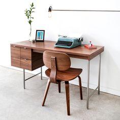 Nich desk. Wood on wood.