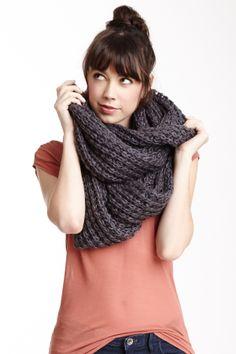 Chunky knit infinity scarf // warm.