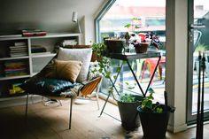 我們看到了。我們是生活@家。: 瑞典創意總監Tomas Skoging的家,挑高的公寓引入光線是他最喜愛之處,