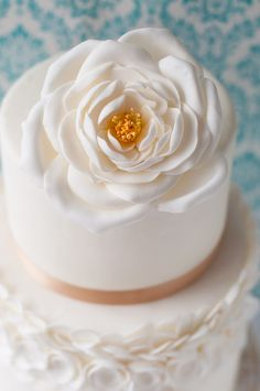 White Open Rose Cake - so immensely pretty! #food #cakes #wedding
