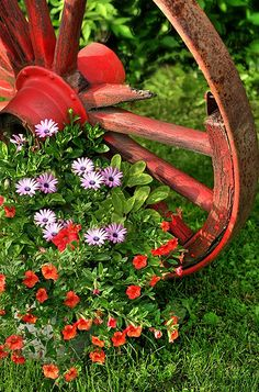 wagon wheel - anybody know where I can get a wagon wheel? This would be so cute on the farm.