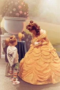 7 tips to take better Disney character pictures. Really good article.