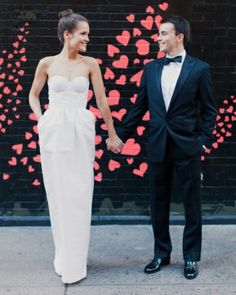 Love this neon heart backdrop in NYC--click for the rest of the wedding | Photography: @Fiona Conrad
