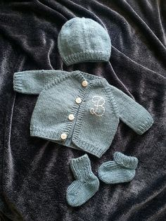 Ravelry: Project Gallery for Preemie Cardigan pattern by Carole Barenys    http://www.ravelry.com/patterns/library/preemie-cardigan/people
