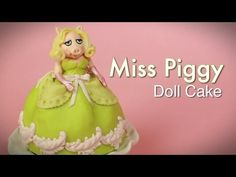 Miss Piggy MUPPETS Doll Cake (how-to) Piggies Muppets, Dolls Cake, Doll Cakes, Muppets Dolls, Cake Ideas, Character Cake, Miss Piggies, Cake Tutorials, Cake How To