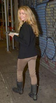 Denise Richards in Tractr Khaki skinny jean