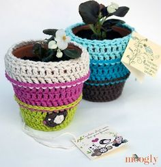 Crochet flower pot cozy in10 free #crochet patterns in a special collection from Moogly!
