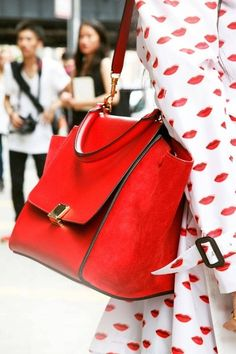 handbag, shoulder bags, color fashion, purs, hot lips, street styles, red lips, red bag, coats