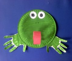 Paper plate frog... Little Man would love this! #frog #paperplate