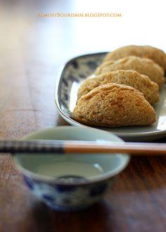 woo kok 芋角 (taro/yam puff)