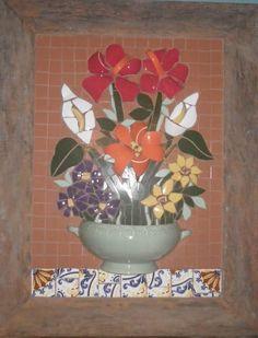 Quadro em mosaico com moldura de demolição, feito com ceramica e louças.  Grande variedade de modelos, orçamento sem compromisso.