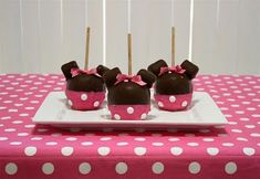 Lots of great Minnie Mouse themed birthday treats!! :)