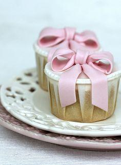 Pink bow cupcakes by flickan & kakorna, via Flickr