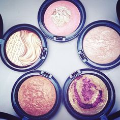 Mac highlight powders.