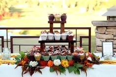♥ Hickam + Killeen | Real Wedding ♥ #weddingcupcakes #cupcakedisplay #rustic
