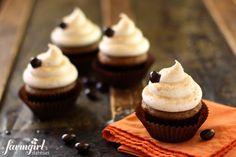 pumpkin snickerdoodle latte cupcakes - www.afarmgirlsdabbles.com