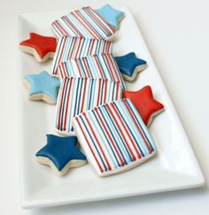 I love these simple, yet perfect, red, white and blue cookies by @SweetSugarBelle {Callye Alvarado}