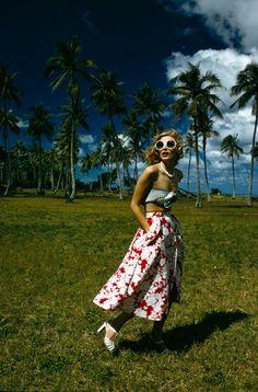 Vogue model Yvonne Goedemans wearing a chic summer look in Fiji, circa 1974. #vintage #retro #summer #1970s #fashion