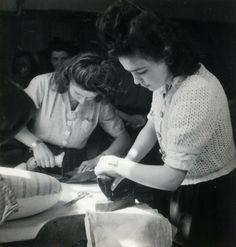 Les petite mains on pinterest christian dior dressmaker and jeanne - Ecole de la chambre syndicale ...