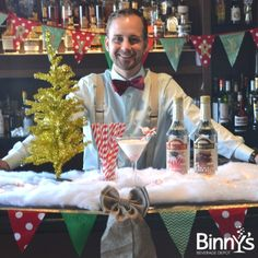 Confessions of a {Festive} Mixologist: Peppermint Grasshopper #DIY #cocktails #Schnapps #Holiday