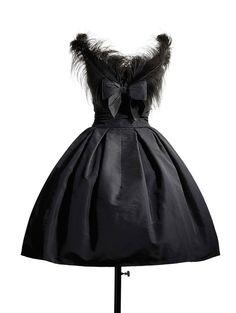 """1957 - Christian Dior dress, """"Fuseau"""" line {Repin}"""