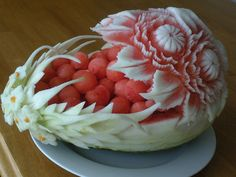 Daisy Boat    A watermelon carving to serve as a container with 1 end carving and other end garnish with carving.
