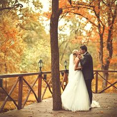 kiss, idea, art centers, wedding pics, dream, wedding photos, autumn weddings, fall weddings, wedding pictures