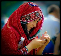 The Afghan girl texting