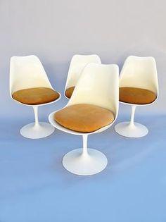 4 Eero Saarinen Tulip chairs