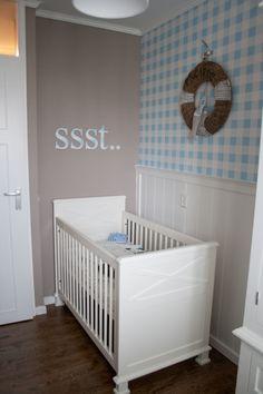 Wandplank babykamer hout