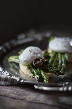 Poached eggs over Asparagus, Italian Easter recipe