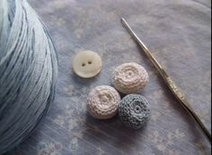 Crocheted Buttonsh8  tutorial with video.